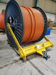 CABLE ROLL LIFTING DEVICE
